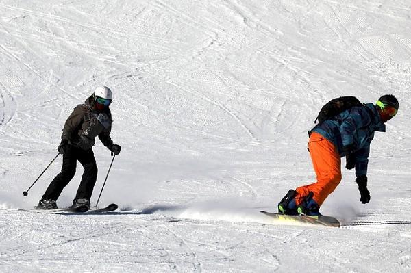 Ubezpieczenie na narty i snowboard w Alliance.